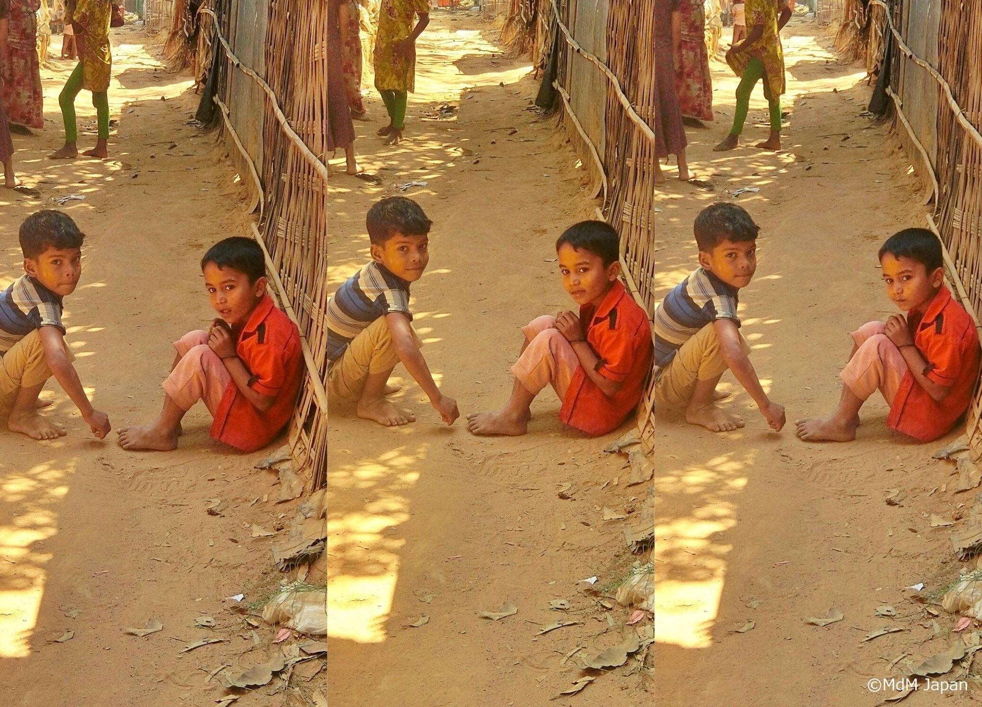 Zwei Kinder im Flüchtlingslager Kutupalong, in Bangladesch