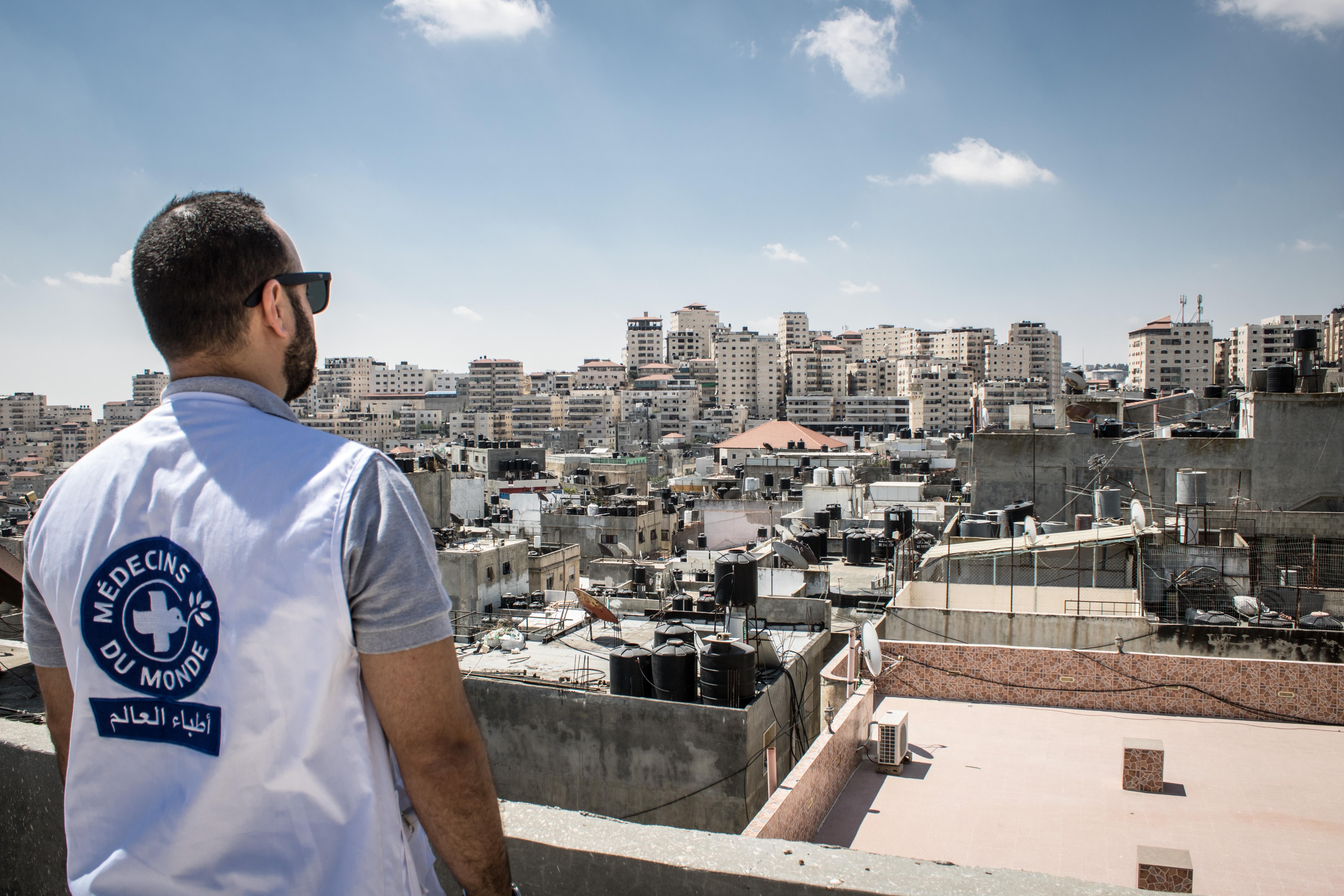 Ein Mitarbeiter von Ärzte der Welt in Jerusalem