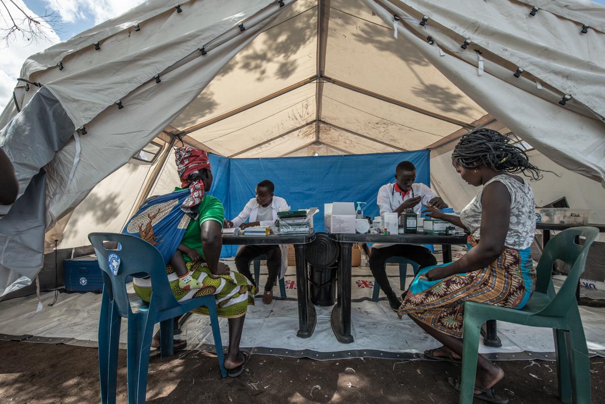 Allgemeinmedizinische Konsultation im John Segredo-Camp. Foto: Czuko Williams