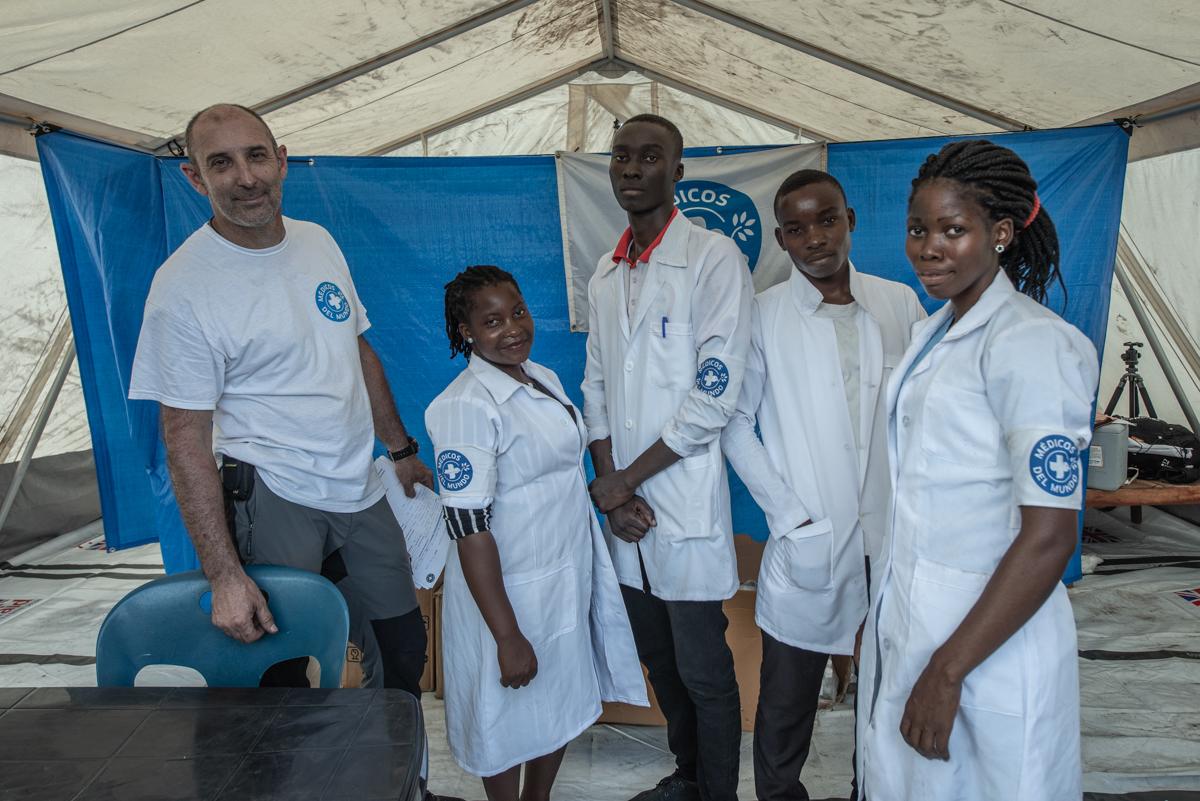 Ärzte der Welt-Team im FlüchtlingslagerJohn Segredo. Foto: Czuko Williams
