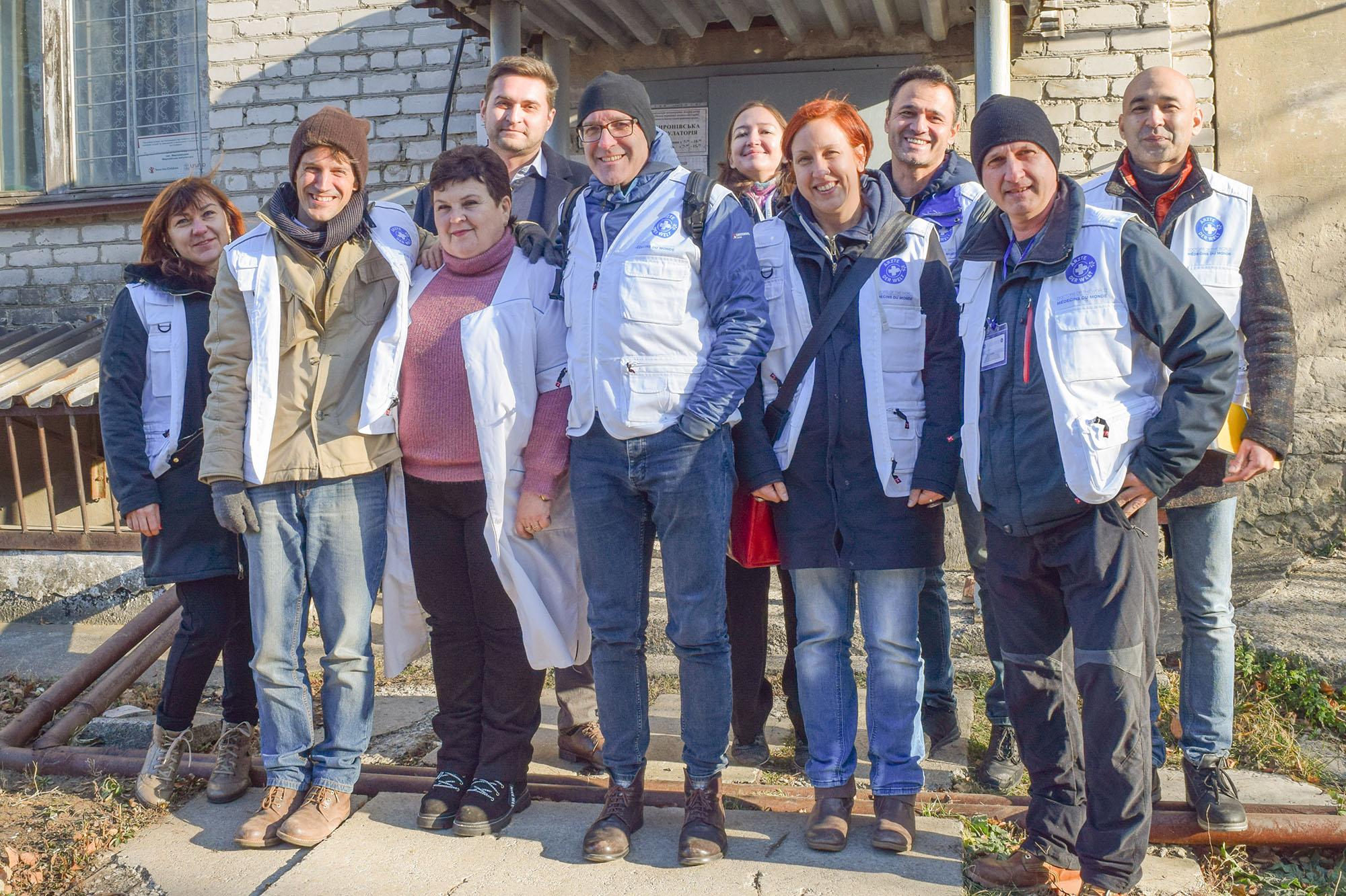 Das Ärzte der Welt-Team besucht ein Gesundheitszentrum in Mironovsky. Julia Brunner ist die vierte Person von rechts. Foto: Ärzte der Welt