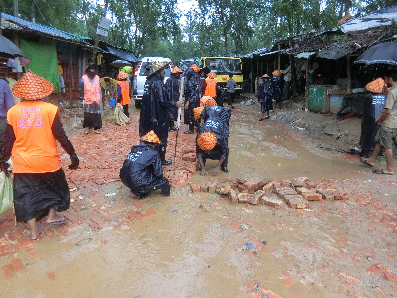 Vom Regen beschädigte Straßen werden repariert. Foto: Ärzte der Welt