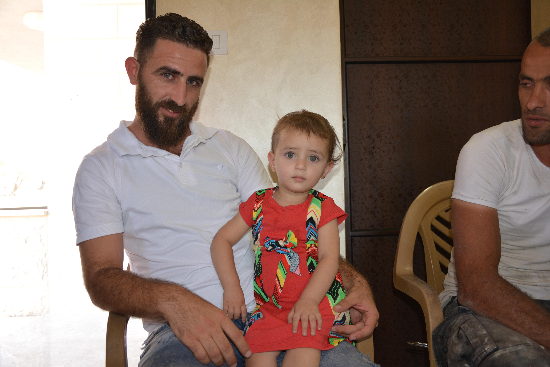 Zeyad Shehadeh und seine kleine Tochter Asinat
