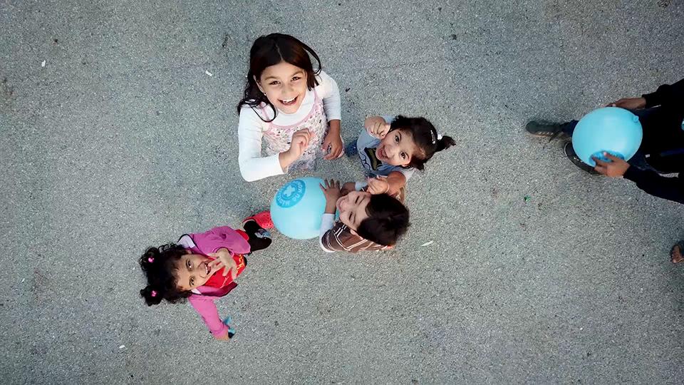 Kinder scheint die trostlose Stimmung im Hotel Porin nicht zu stören. Sie lachen und toben herum, wie Kinder überall auf der Welt. Foto: Elisa Vandekerckhov