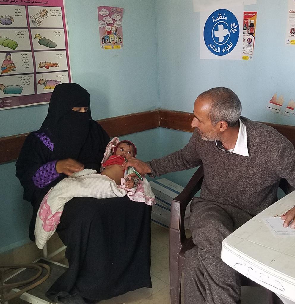 Kindersprechstunde im Yarim Kinderkrankenhaus, Jemen. Foto: Ärzte der Welt