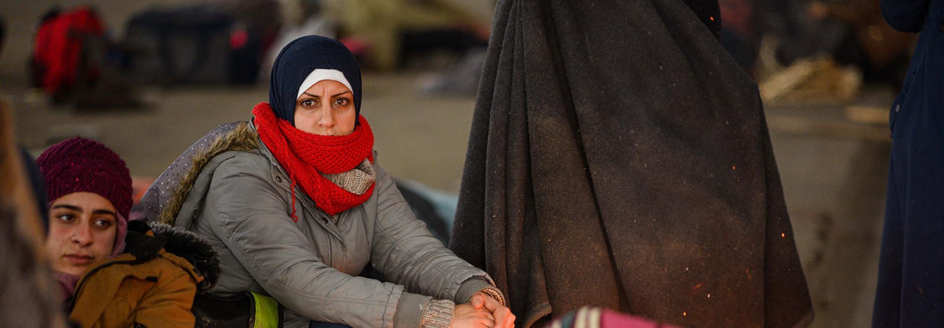 Eine geflüchtete Frau an der griechisch-türkischen Grenze