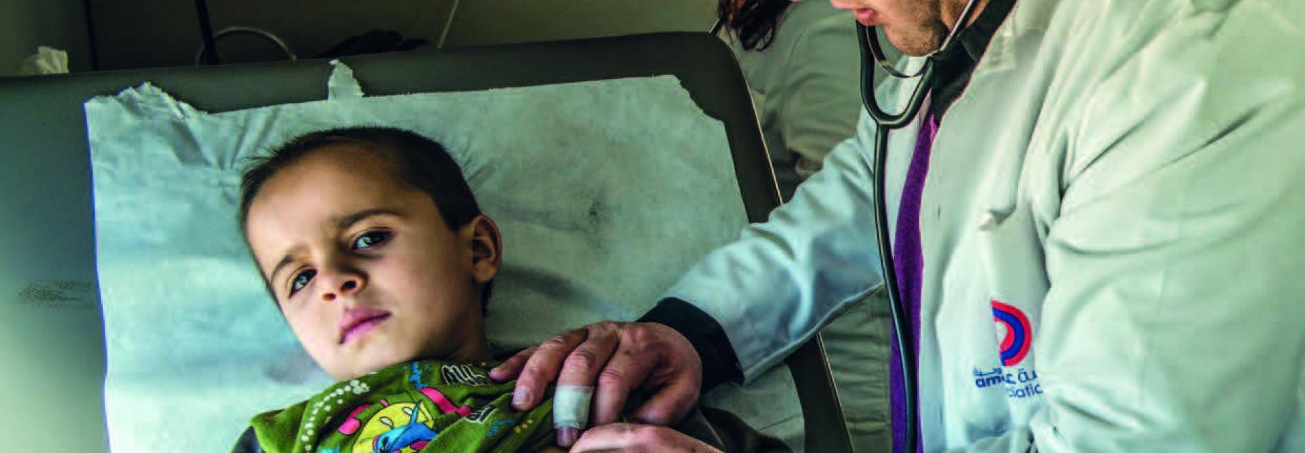 Ein kleiner Junge wird vom Ärzte der Welt-Team im Libanon gerettet. Photo: Zoé Brabant