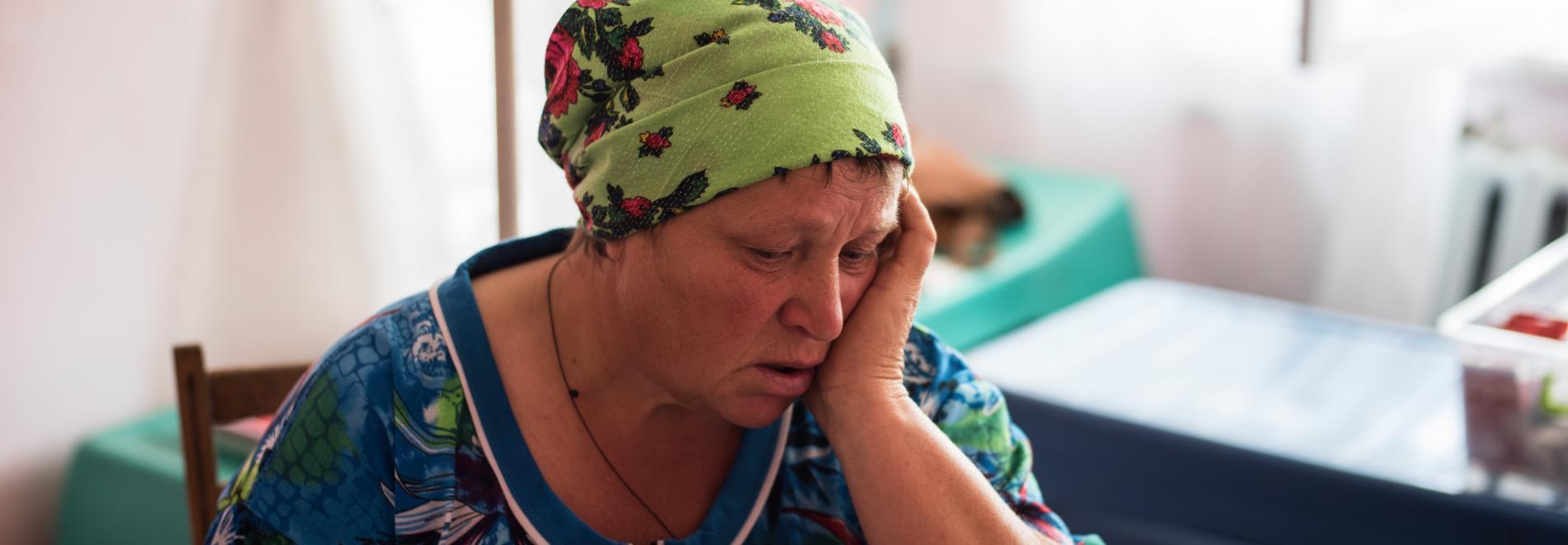 Eine Frau in der Ostukraine. Foto: Evgeniy Maloletka
