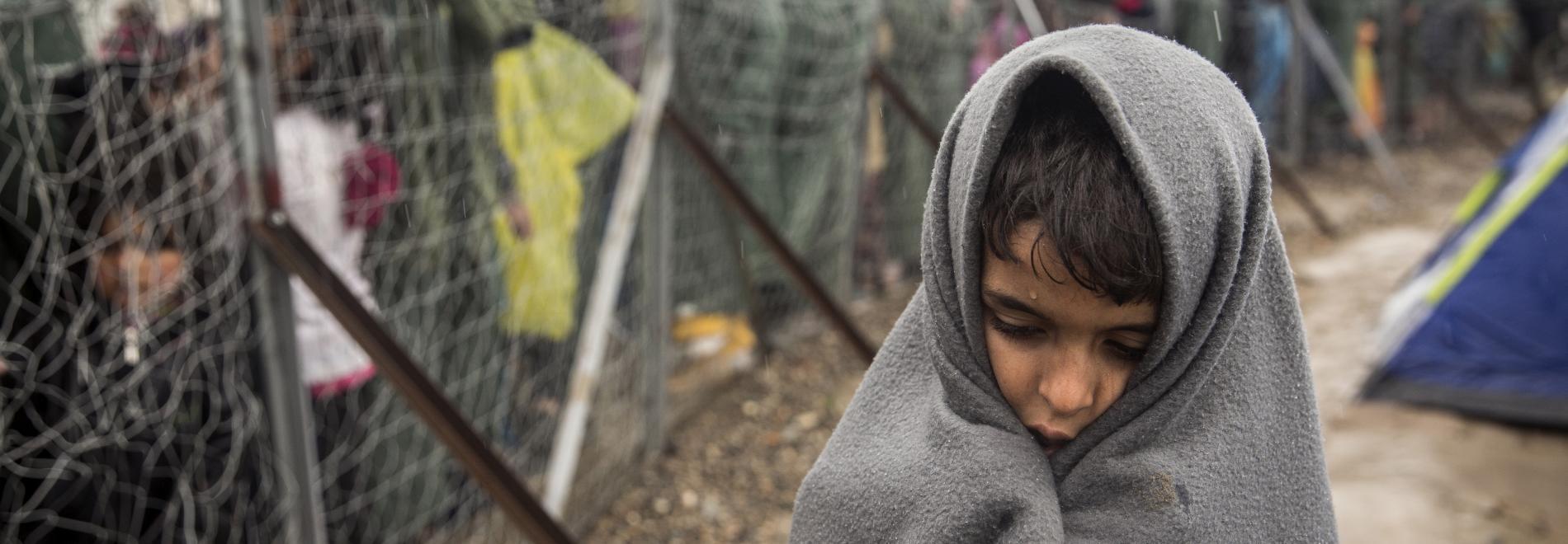 Flüchtlingsjunge auf Idomeni. Foto: Olmo Calvo