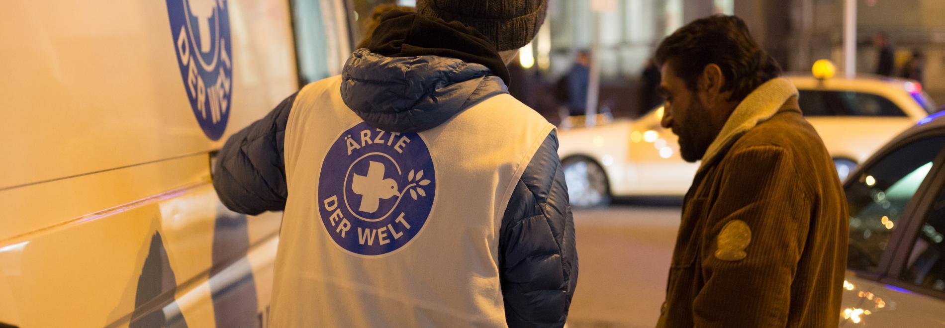 Wohnungsloser Patient am Ärzte der Welt-Behandlungsbus. Foto: Laura Schweizer