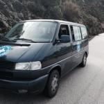 Ein Bus von Ärzte der Welt Griechenland auf dem Weg in den Einsatz