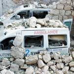 Von Bomben zerstörte Krankenwagen
