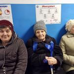 Patientinnen in der Ostukraine in einer Gesundheitsstation. Foto: Ärzte der Welt