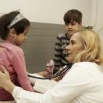 Medizin Hilft e.V. ist ein Berliner gemeinnütziger Verein. Durch verschiedene Projekte und Aktionen leistet Medizin Hilft e.V. dort Hilfe, wo Menschen durch strukturelle Lücken keinen Zugang zu gesundheitlicher Versorgung haben. Foto: Ärzte der Welt