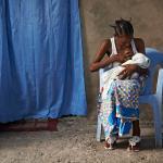 Stillende Mutter mit Kind | Foto: Luc Valigny