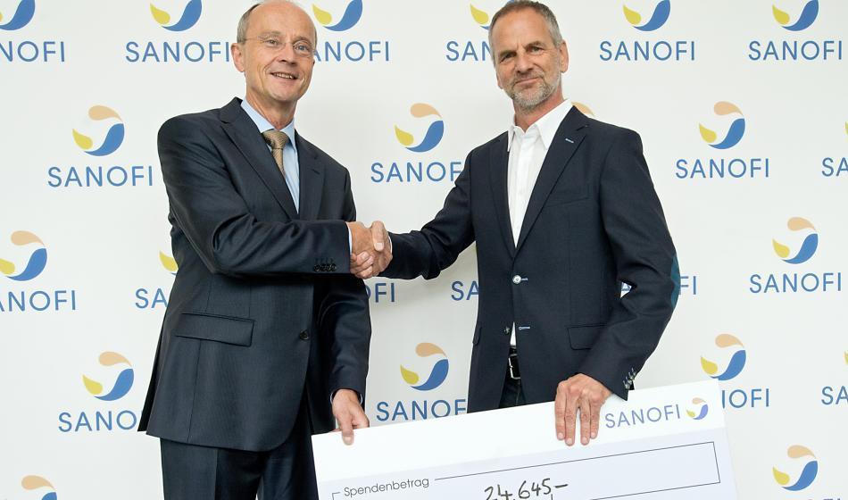 Scheckübergabe von Sanofi an Ärzte der welt
