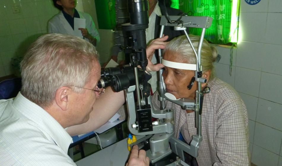 Medizinische Teams behandeln Menschen mit Augenkrankheiten in Myanmar. Foto: Ärzte der Welt