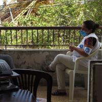 Psychologin im Gespräch mit Patienten in Beirut. Foto: Ärzte der Welt