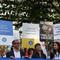 Ärzte der Welt demonstriert vor dem Europäischen Patentamt. Foto: Ärzte der Welt