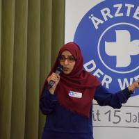 Generalkoordinatorin Wafa'a Al Saidy beim Vortrag in München. Foto: Ärzte der Welt