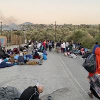 Flüchlinge auf Lesbos nach dem Feuer in Moria