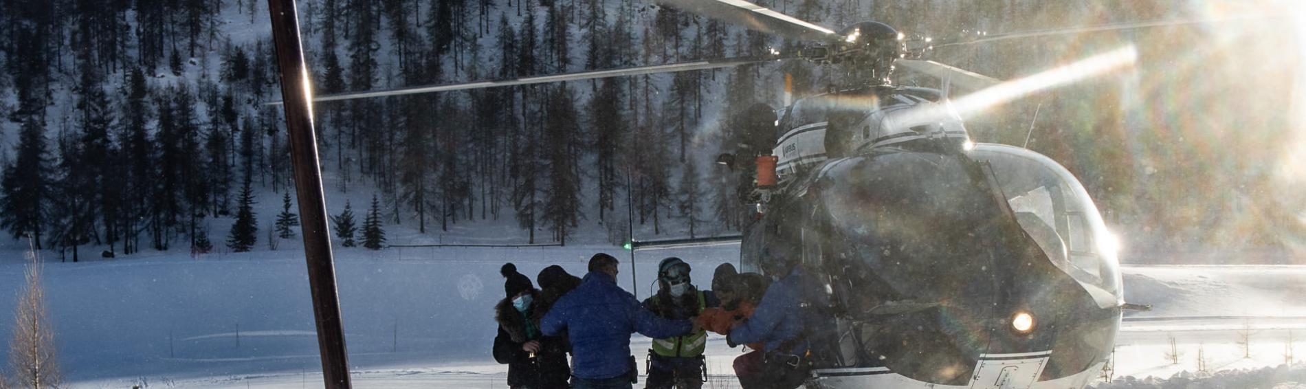 Bereits im Januar hatte ein Bergrettungshubschrauber eine geflüchtete Familie am Grenzposten von Montgenèvre abgesetzt, statt sie ins Krankenhaus zu bringen. Foto: Baptiste Soubra