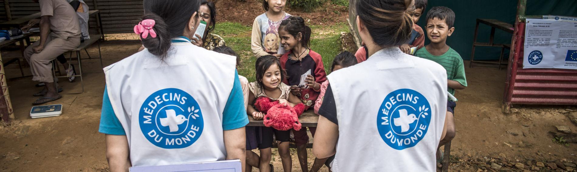 Nach dem verheerenden Erdbeben in Nepal unterstützt Ärzte der Welt mit Erste-Hilfe Maßnahmen, Wiederaufbau von Gesundheitseinrichtungen und medizinischen Schulungen | © Olivier Papegnies