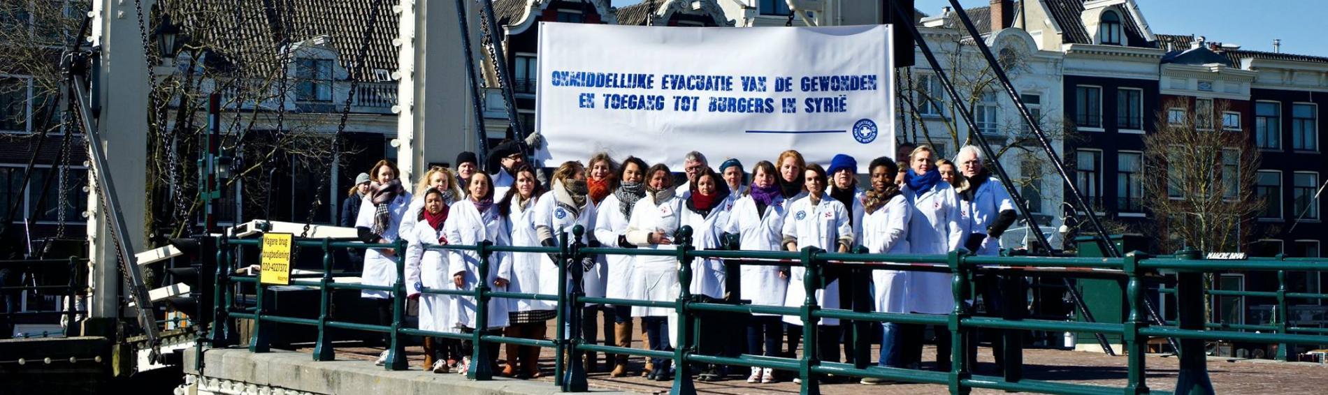 Auch in den Niederlanden protestierten Ärztinnen und Ärzte für die Menschen in Syrien. Foto: Ärzte der Welt