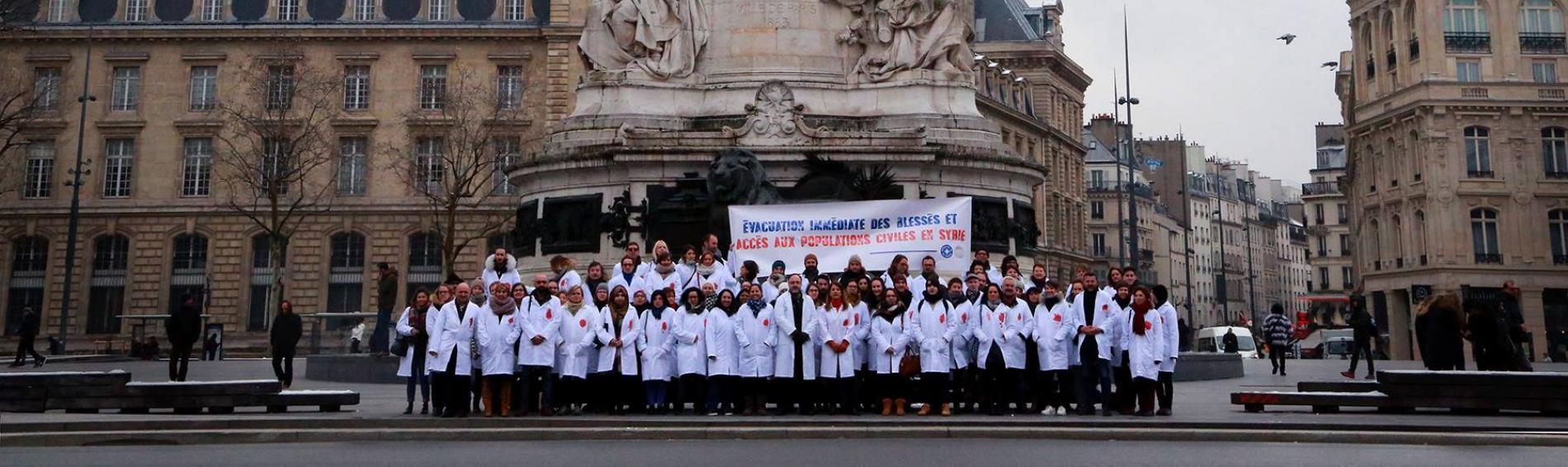 Ärzte der Welt protestiert weltweit für uneingeschränkten Zugang humanitärer Mitarbeiter in Syrien. Foto: Médecins du Monde