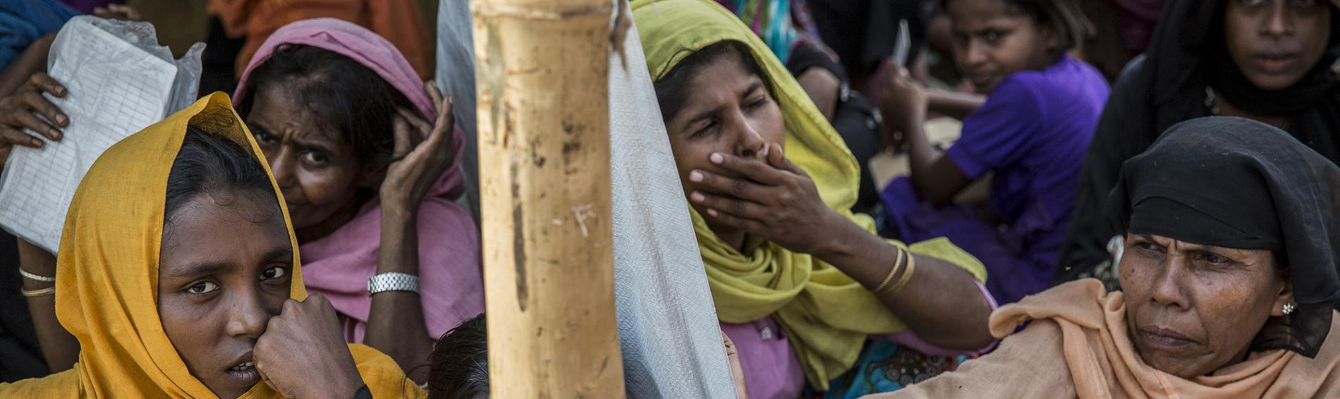 Viele Rohingya leben in Hütten, die kaum Schutz vor dem Monson bieten. Foto: Arnaud Finistre