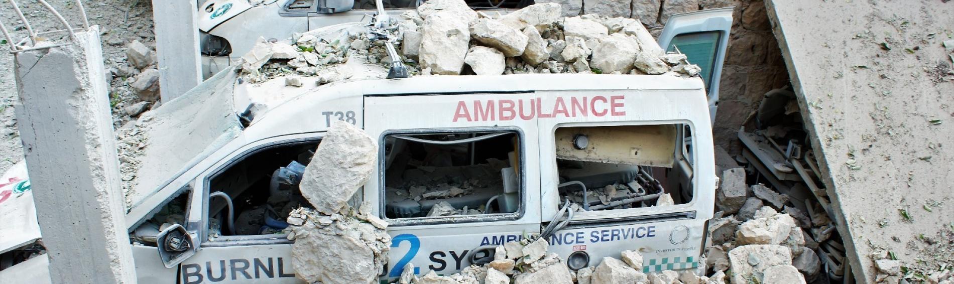 Zerstörter Krankenwagen 2016 in Idlib. Foto: Ärzte der Welt