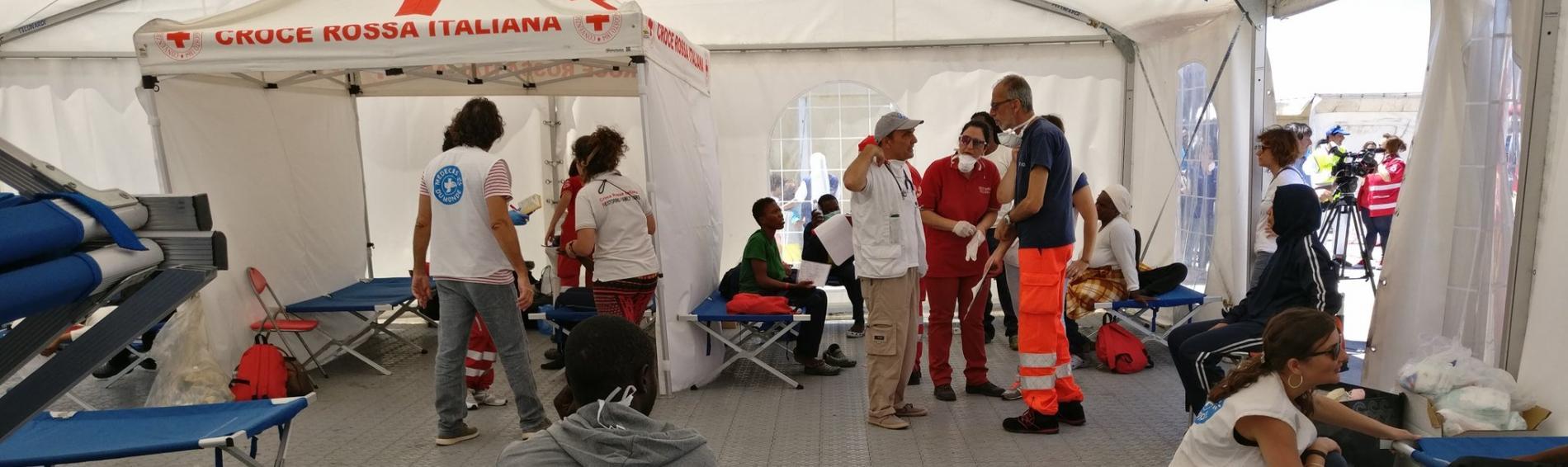 Ärzte der Welt unterstützt italienische Behörden in Kalabrien bei der medizinischen Versorgung von Bootsflüchtlingen. Foto: Ärzte der Welt