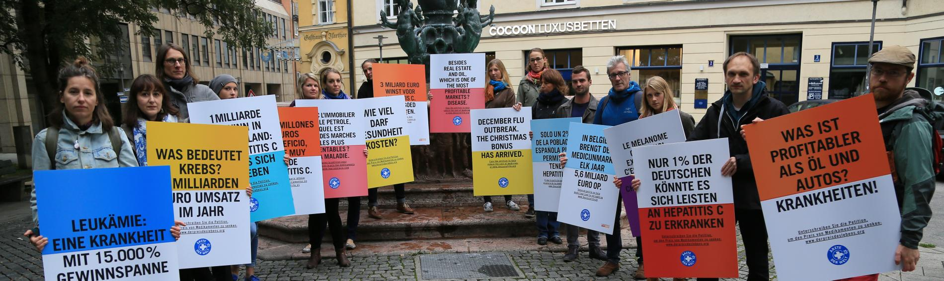 Ärzte der Welt-Mitarbeiter protestieren gegen Wucherpreise für Medikamente