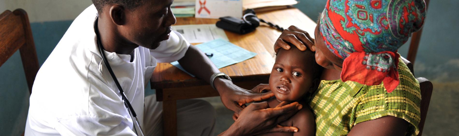 Medizinische Versorgung von Bedürftigen in Liberia. Foto: Georges Gobet