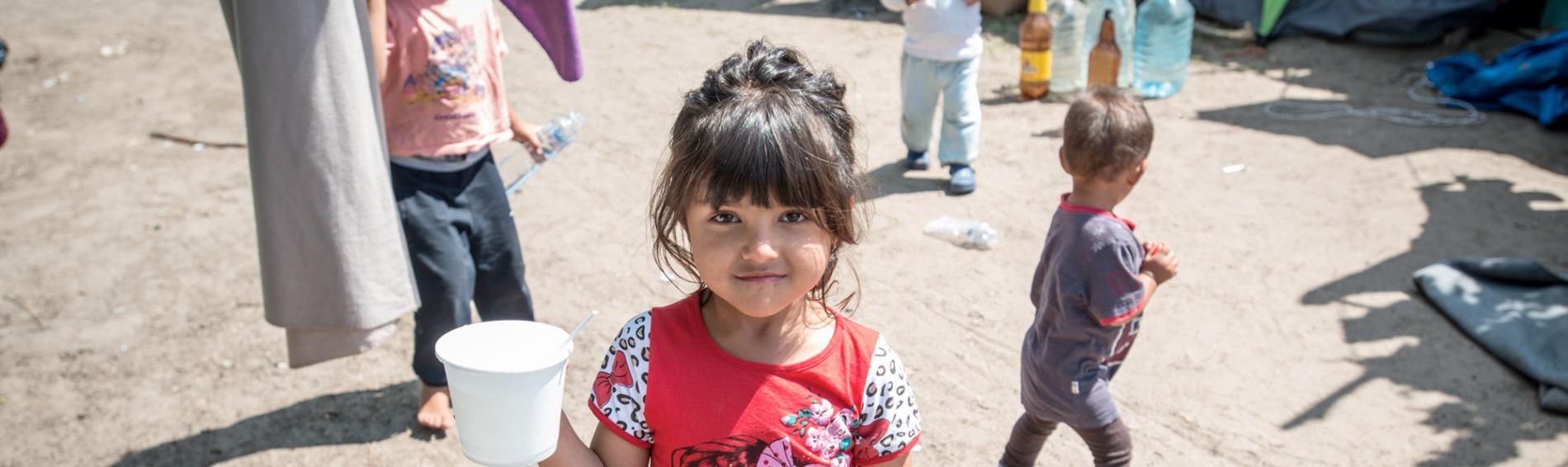Im Camp Horgo bekommen die Menschen zweimal täglich Mahlzeiten. Foto: Guillaume Pinon