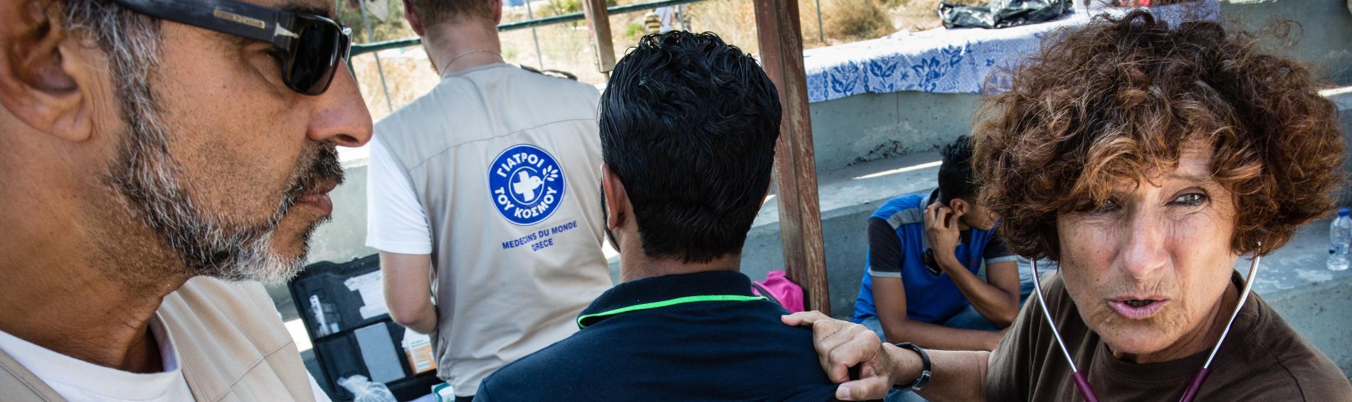 Eine Mitarbeiterin von Ärzte der Welt auf der Insel Lesbos
