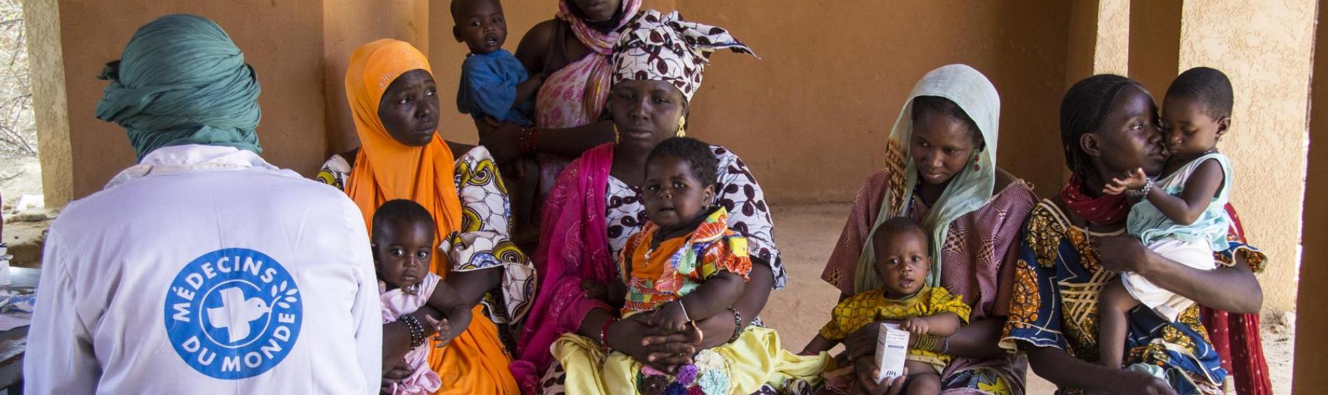 Ein mobiles Team von Ärzte der Welt führt eine Impfaktion in Mali durch. Foto: Ärzte der Welt