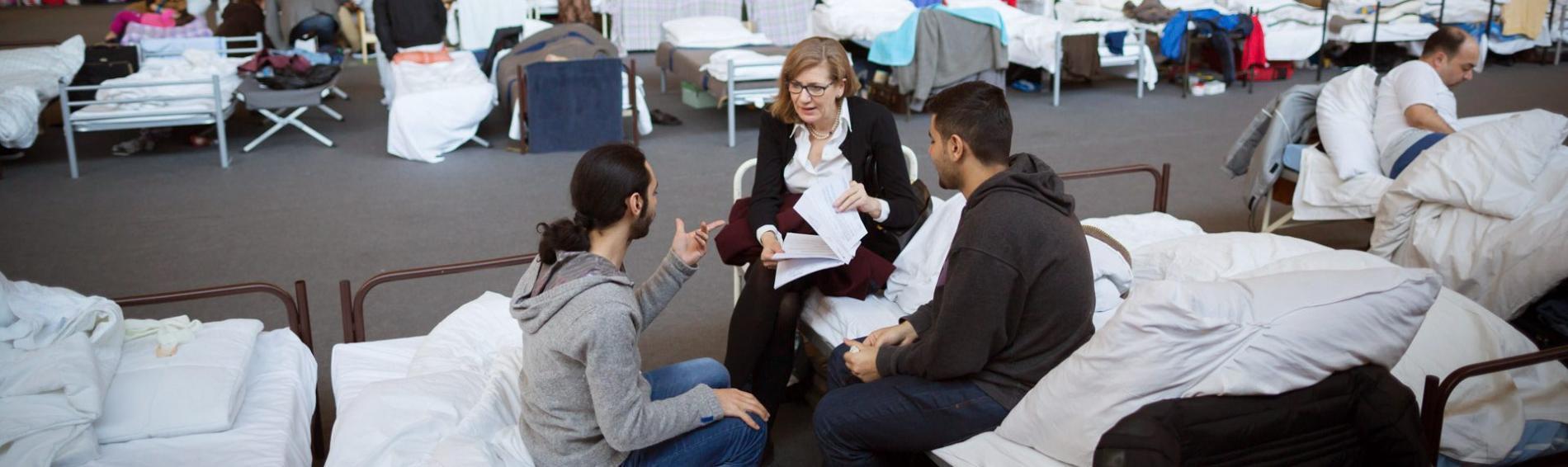 Ehrenamtliche beraten Asylbewerber. Foto: Ärzte der Welt