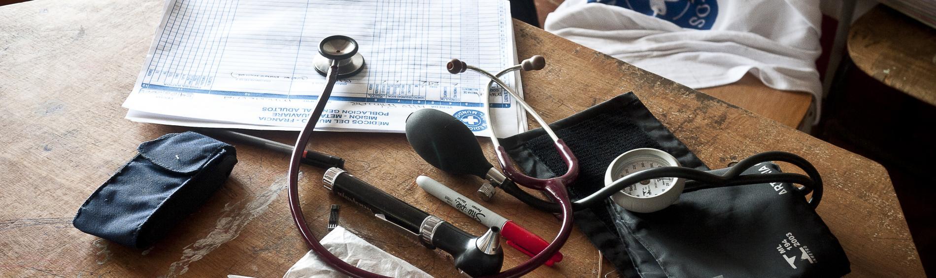 In Kolumbien wird die geleistete Arbeit der Ärzte der Welt-Teams schriftlich dokumentiert. Foto: Nadia Berg