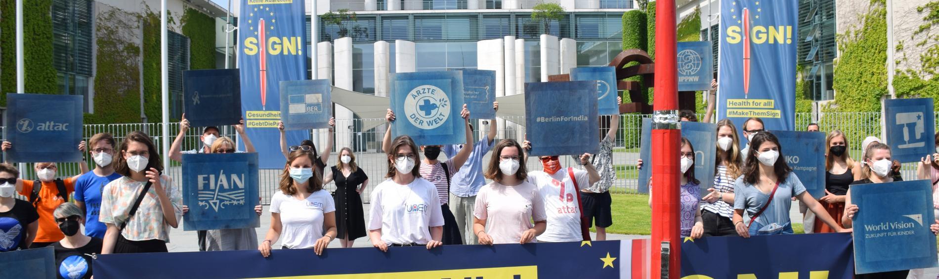 Protest vor dem Kanzleramt. Foto: Uwe Hiksch