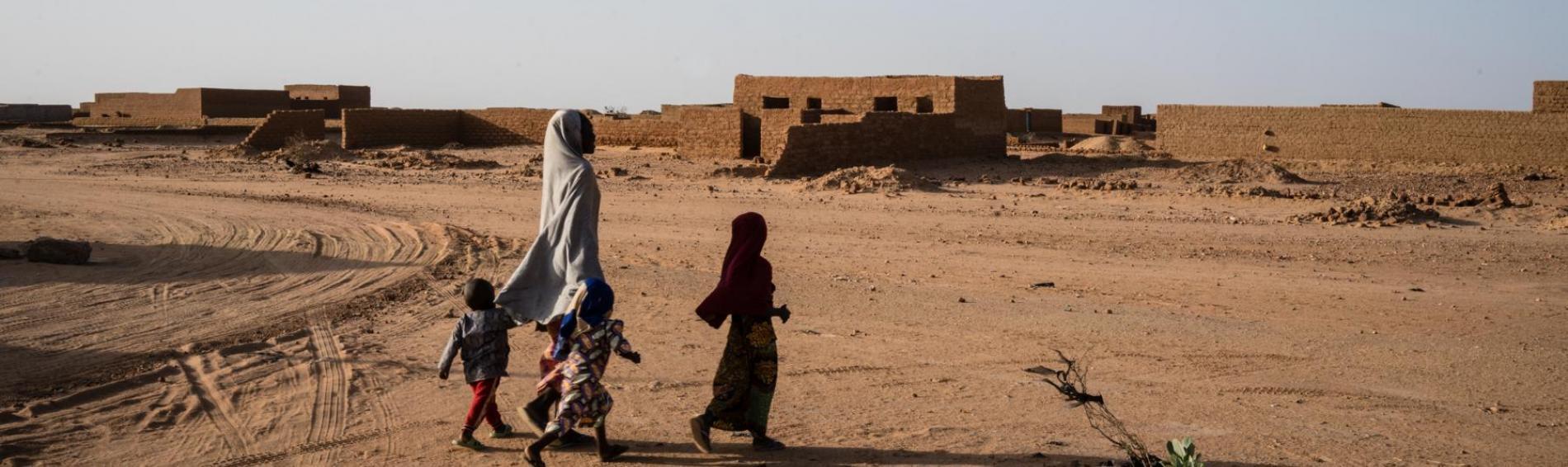 Die Menschen riskieren bei der Flucht durch die Sahara oftmals ihr Leben. Foto: Kristof Vadino