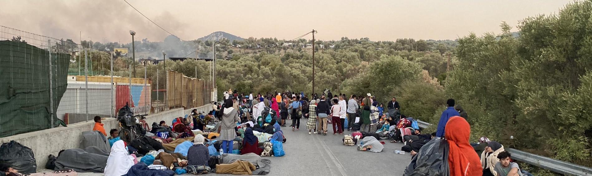 Geflüchtete nach dem Feuer in Moria. Foto: Theo Voulgarakis