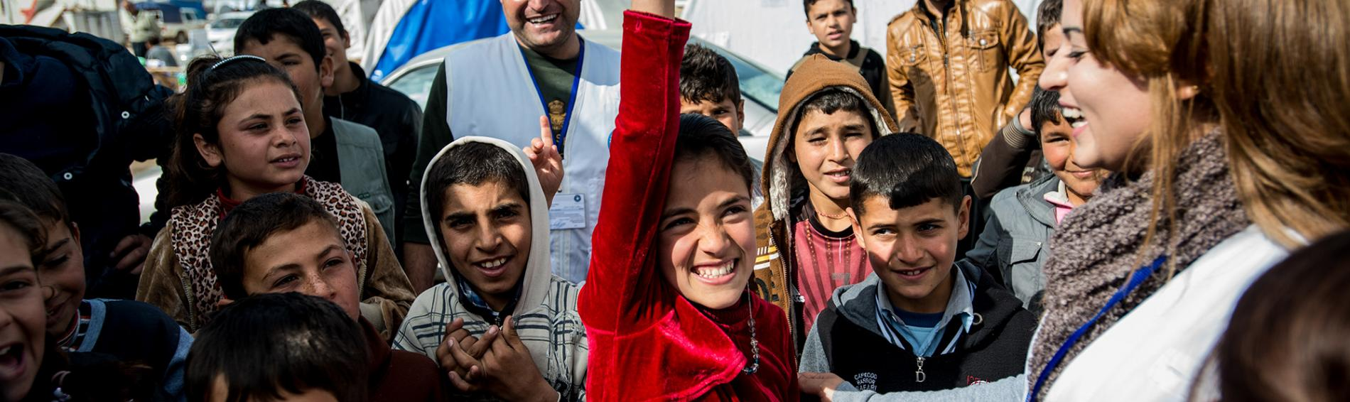 Eine unserer Psychologinnen kümmert sich um Flüchtlingskinder im Flüchtlingscamp bei Zakho. Foto: Guillaume Pinon