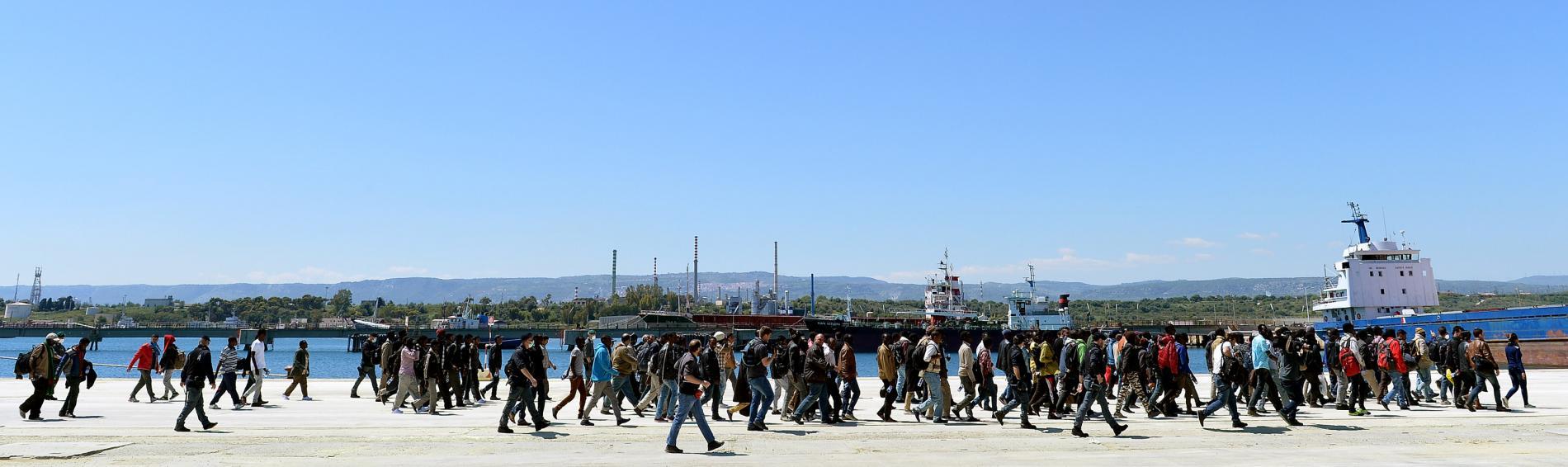Ankommende Flüchtlinge am Hafen