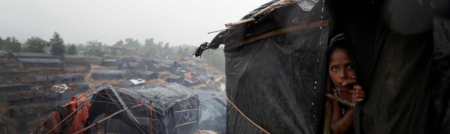 Eine junge Mutter in einem provisorischen Flüchtlingscamp in Bangladesch. Foto: Reuters/Cathal Mc Naughton