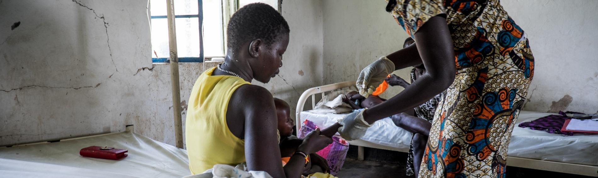 Medizinische Basisversorgung im Südsudan. Foto: Bruno Abarca
