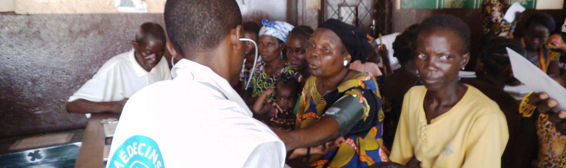 Kinder und Mütter werden von unseren Mitarbeitern geimpft. Foto: Ärzte der Welt