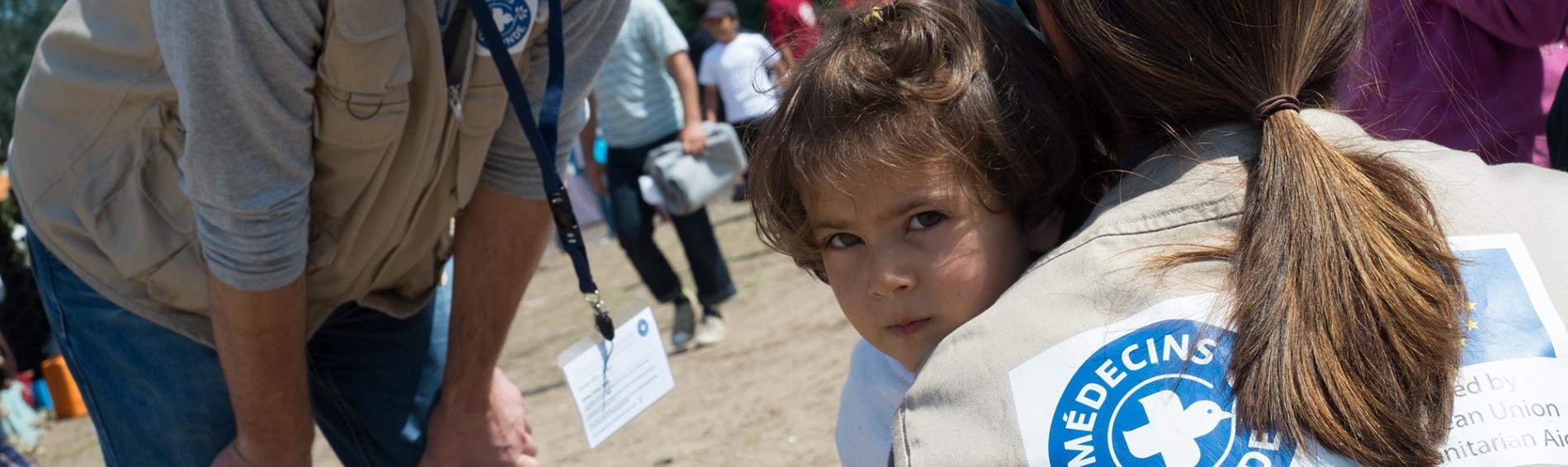 An der Grenze zwischen Hungarn und Serbien harren zahlreiche Menschen in inoffiziellen Lager aus in der Hoffnung auf eine Weiterreise Richtung Zentraleuropa. Foto: Guillaume Pinon