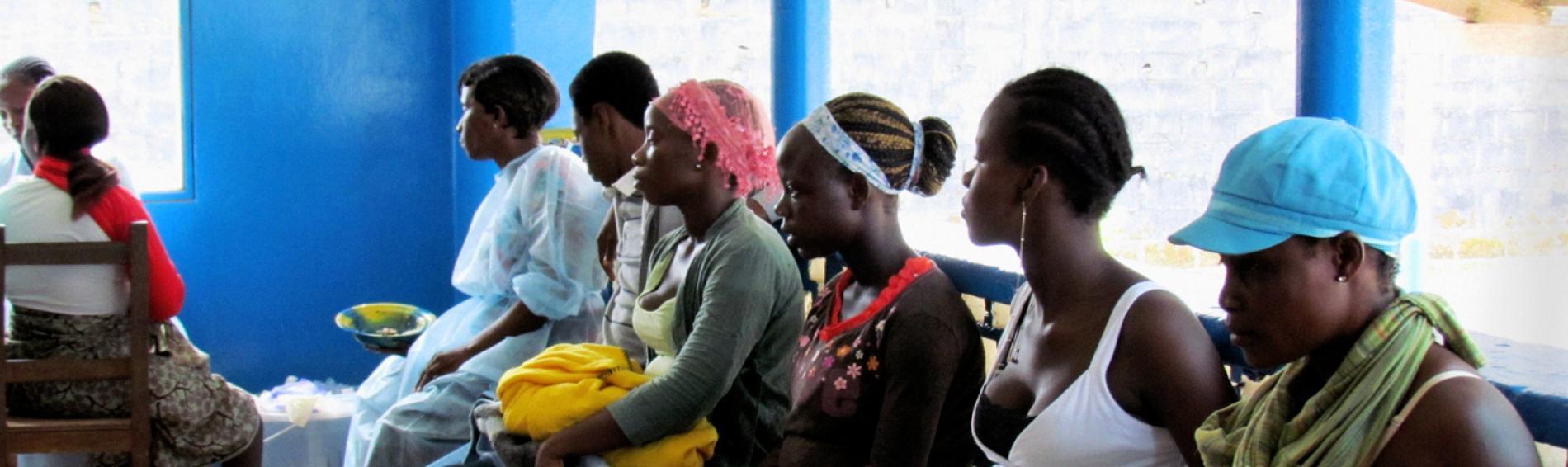 Ärzte der Welt unterstützt lokale Gesundheitseinrichtungen und informiert das medizinische Personal über den Umgang mit dem Ebola-Virus. Foto: DR