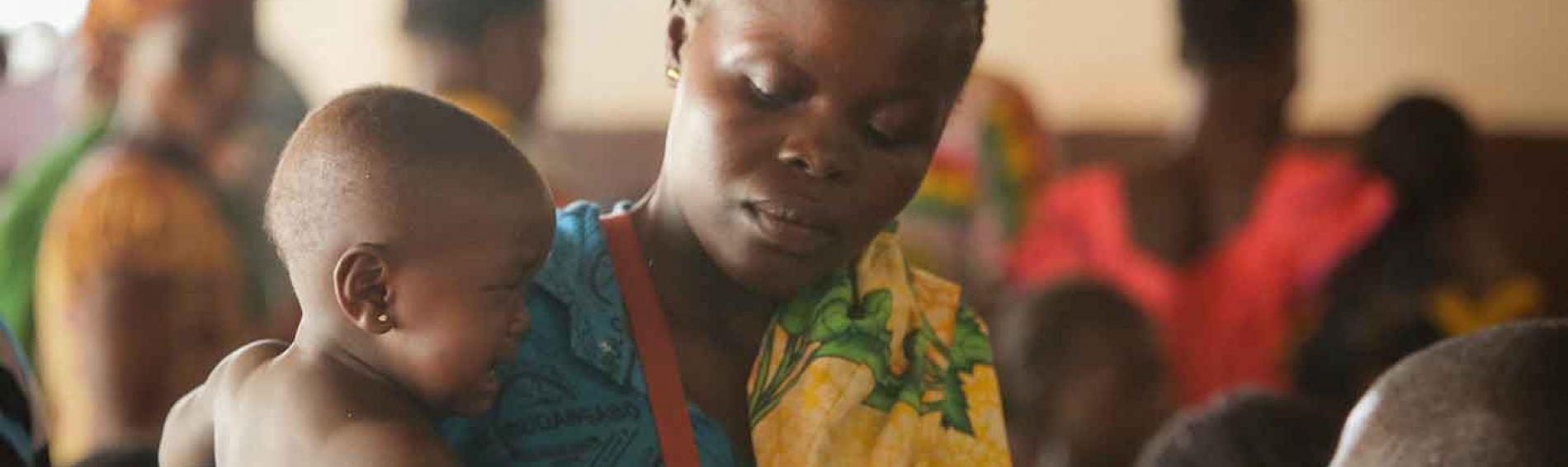 Untersuchung eines Kindes In der Klinik Gobongo. Foto: Sébastien Duijndam.